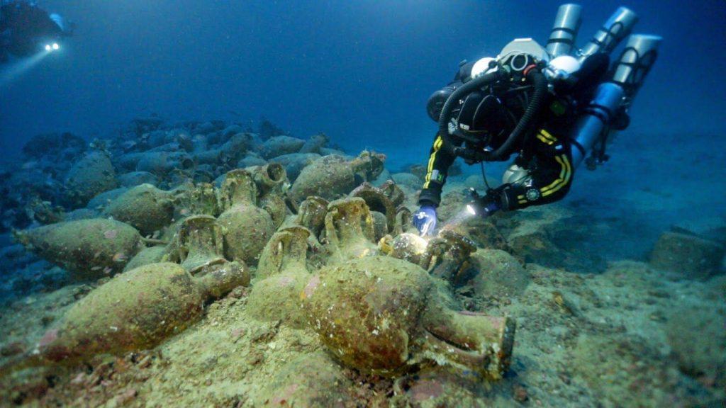 Eolie, alla scoperta della storia in fondo al mare