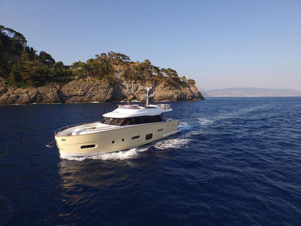 Azimut Magellano 66: una barca, due anime