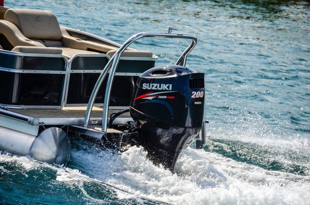 Suzuki marine al salone nautico di genova con grandi for Usmc cabine di grandi dimensioni
