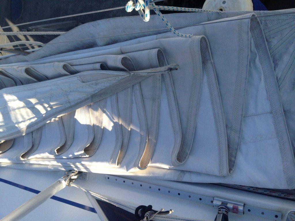 Lavori in barca: stivaggio delle vele per l'inverno