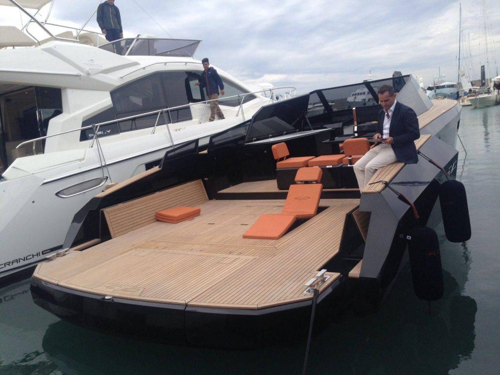 Live da Genova - Presentata la Bat-barca, il nuovo Evo 43