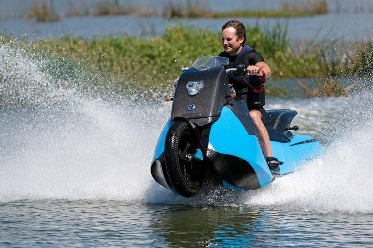 La moto d'acqua? No, la moto anfibia