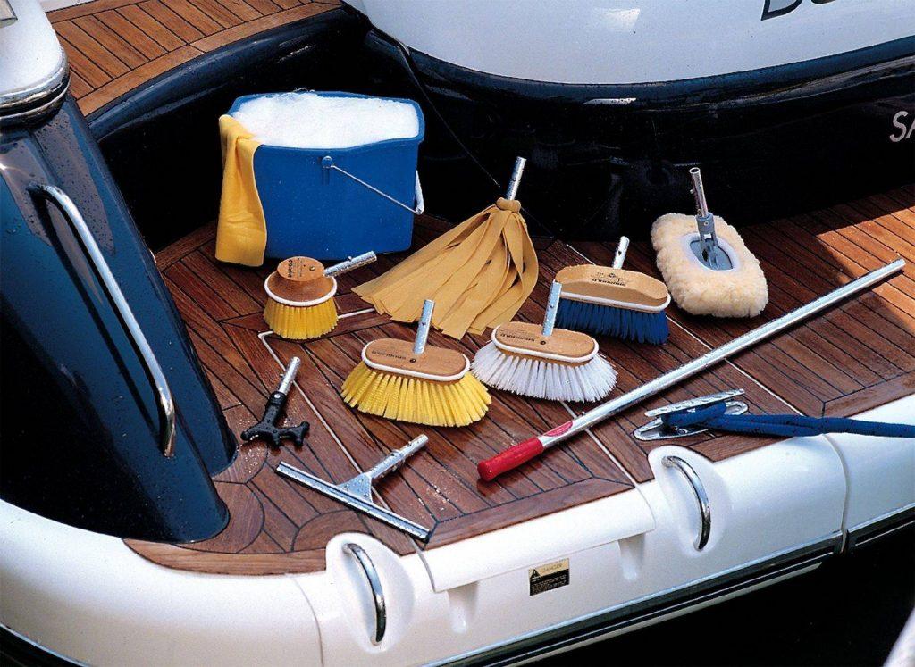 Qual è la differenza tra un marinaio e una casalinga?