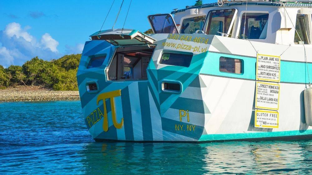 Pizzeria galleggiante alle Isole Vergini: la storia di Tara, Sasha e Pizza Pi
