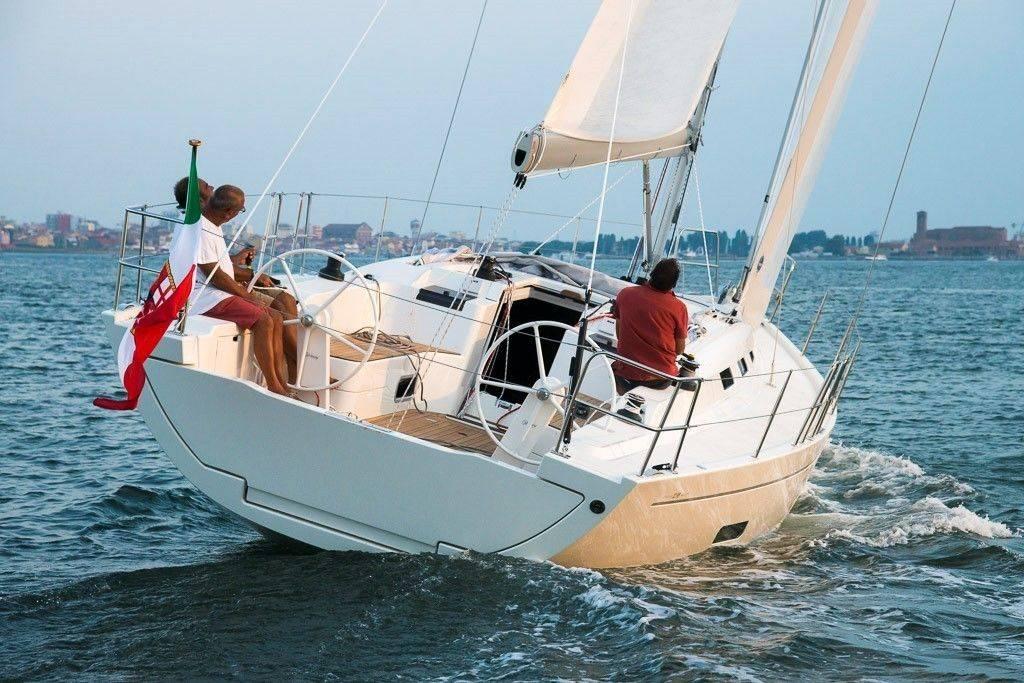 Italia-Yachts-12_98-5-1024x683