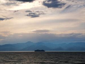 stretto di messina nave