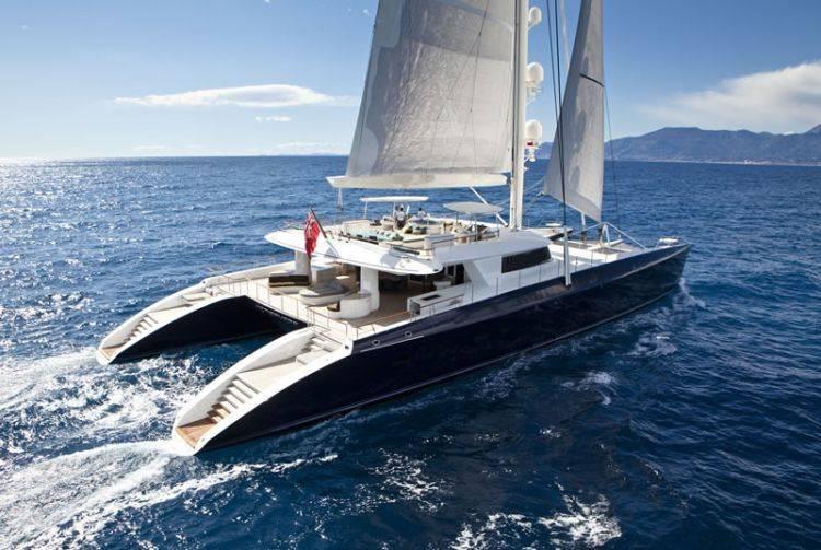 Hemisphere il super cat a noleggio bello e per for Catamarani di lusso