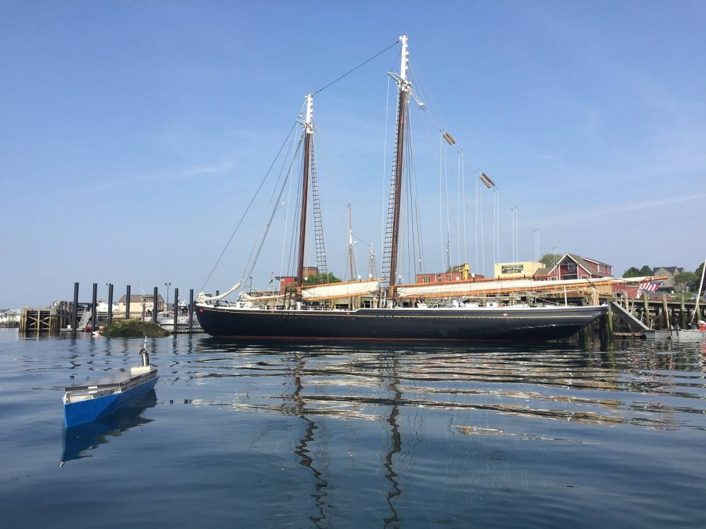 07240_Solar-Voyager-next-to-The-Adventure-Schooner-Gloucester-Harbor