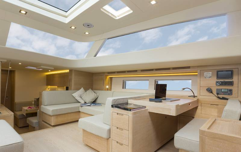 Advanced Yachts A80 dinette 1