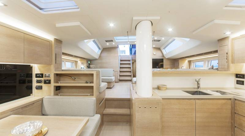 Advanced Yachts A80 dinette 2