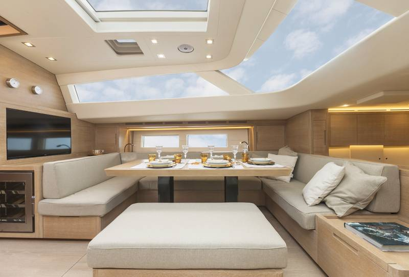Advanced Yachts A80 dinette 3