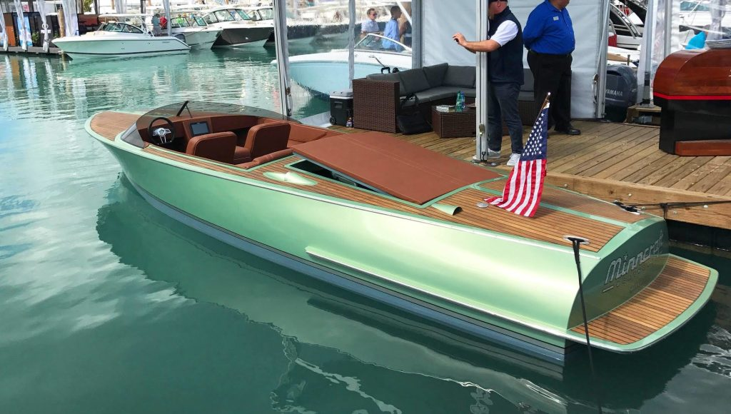 Miami. Minncraft, il Summit 26 è la chicca in legno del Boat Show