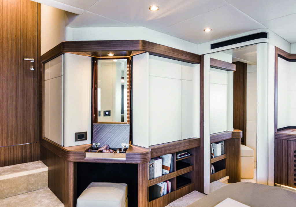 Absolute Yachts 50 Fly Salone