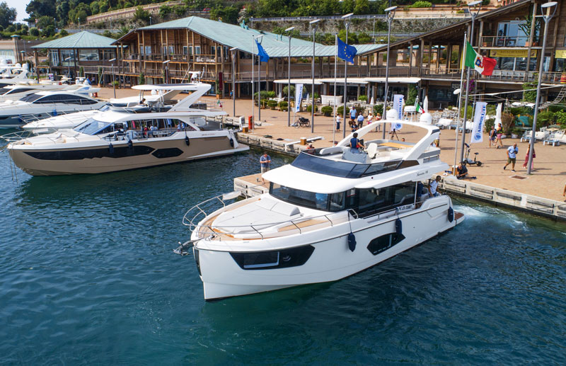 Disegno Bagno Absolute : On test absolute yachts fly e volvo penta d ips