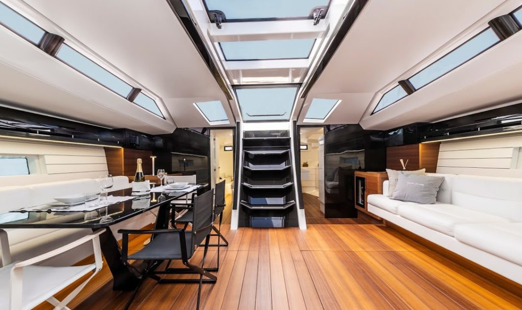 Mylius Yachts 80 dinette