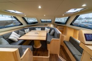 Discovery 54 dinette