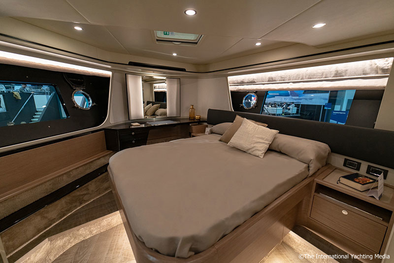 Absolute 62 Fly Cabina VIP