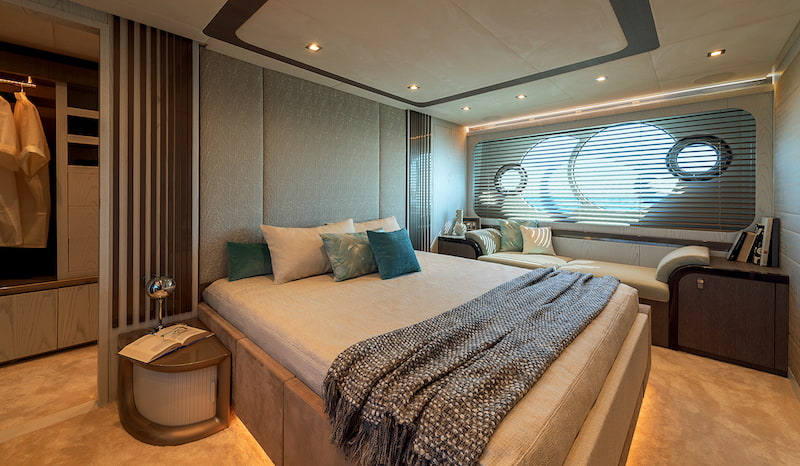 MCY76 Owner cabin