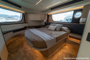Absolute 47 Fly master cabin