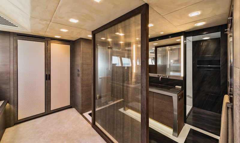 MCY105 Owner's cabin