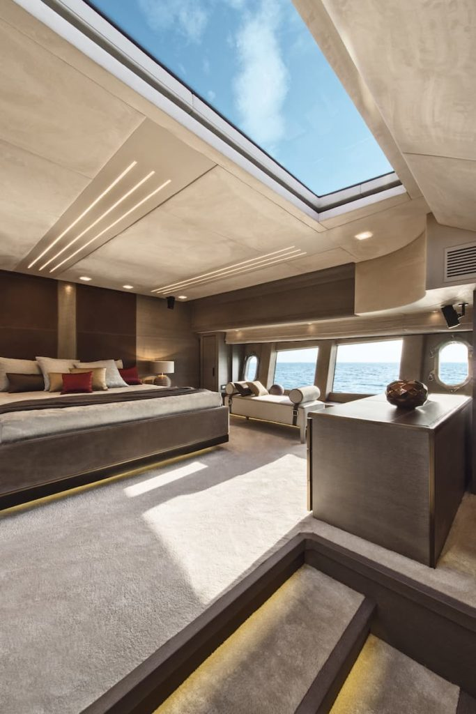 MCY 105_Owner's cabin