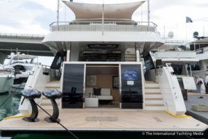 Ocean-Alexander-90-R- Open Flybridge