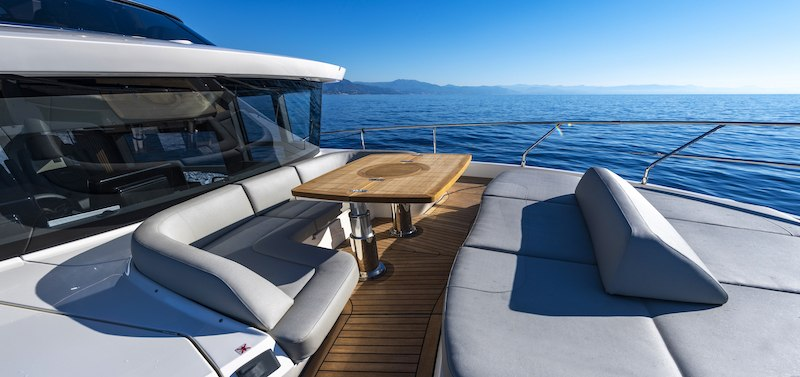 Absolute Navetta 64 area living a prua