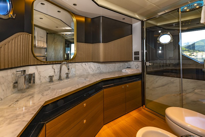 Absolute Navetta 64 bagno master cabin