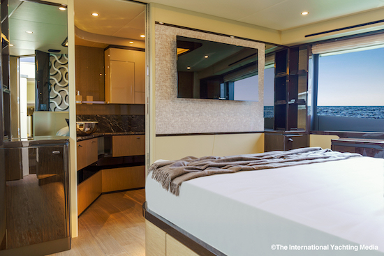 Absolute 60 Fly master Cabin